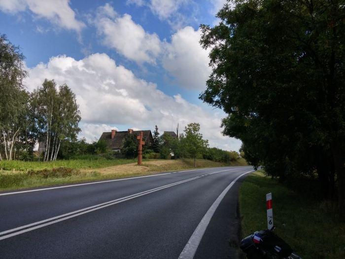 Large axe avec bande latérale en Pologne