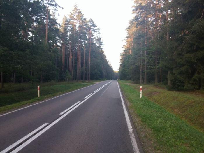 Large axe sans bande latérale en Pologne