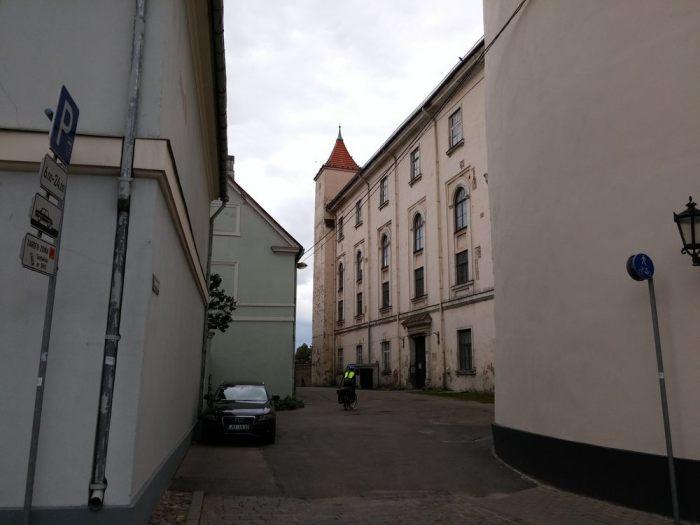 Route goudronnée à Riga