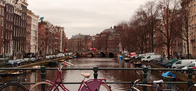 [Podcast] Premier voyage seule, en Belgique et aux Pays-Bas : le témoignage de Dominique