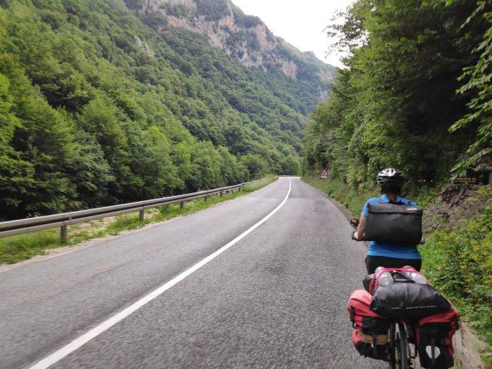 route de montagne proche de sarajevo
