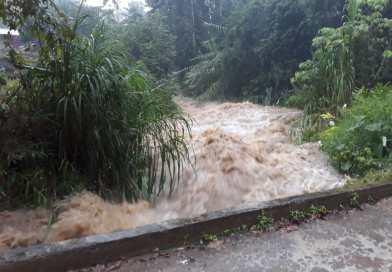 Lluvias dejan 89 casas y 39 caminos dañados en Puebla
