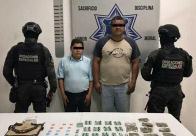 Detiene policía de Coronango a dos probables narcomenudistas