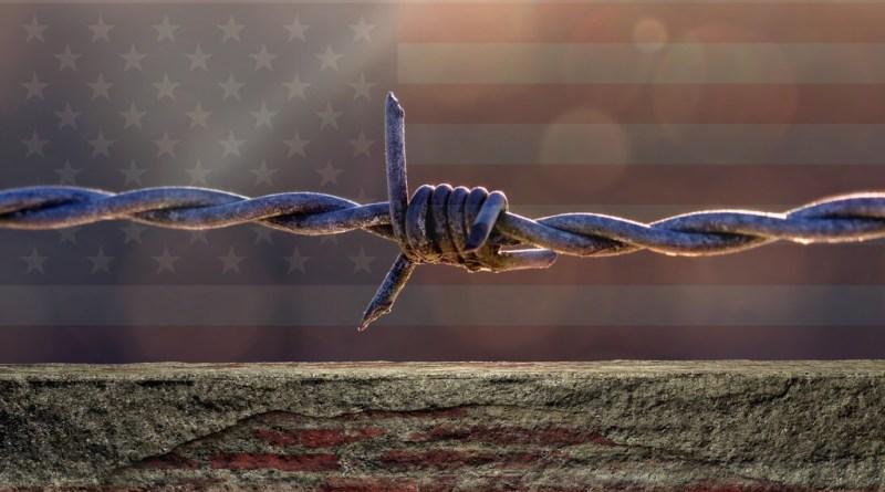 Texas anuncia la construcción de un muro en la frontera con México
