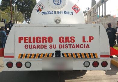 Asegura policía 4 pipas con presunto gas robado