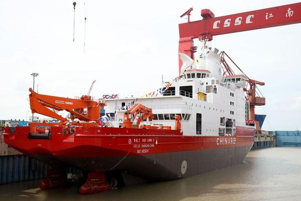 首艘自制極地破冰船 中國雪龍2號下水