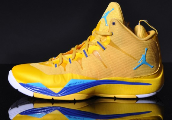 jordan-super-fly-2-varsity-maize-gamma-blue-2-570x399