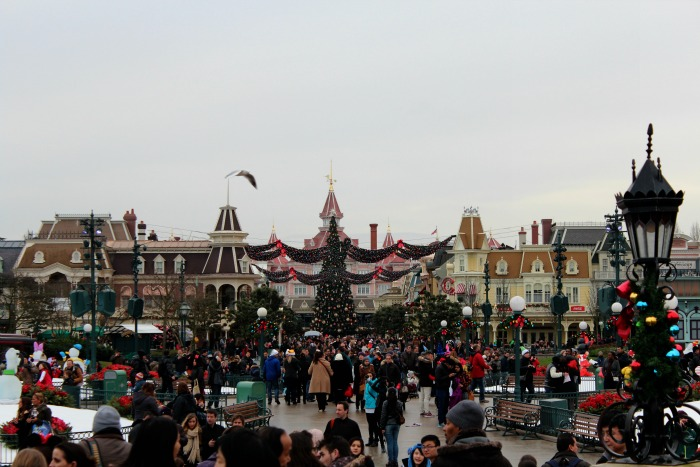 What It's Like To Spend Christmas Day At Disneyland Paris ...