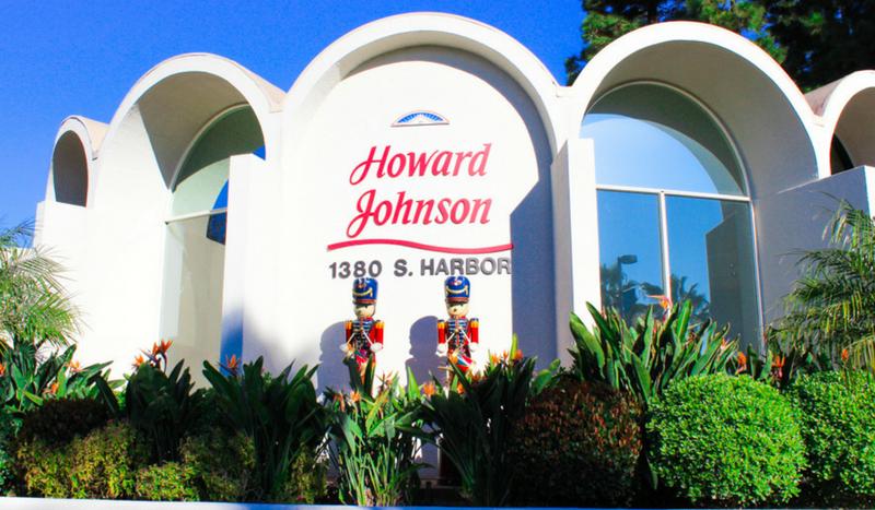 Howard Johnson Anaheim Exterior