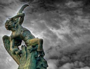 estatua-del-angel-caido