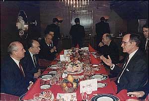 Саммит на Мальте в 1989 году. Яковлев, Горбачёв и Джордж Буш.