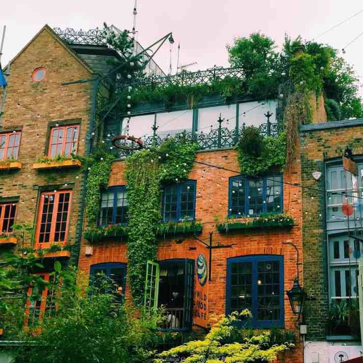 Planning your trip to London? Let me be your London tour guide. I'm sharing all my top tips for London including hotels, free views, discounts, and more. #london #londontourguide #londonguide #travel #londonengland