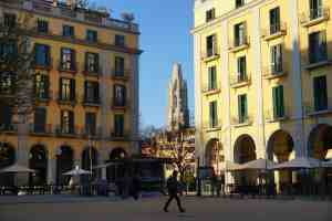 7. Visit Independence Square Back in the city center of Girona, Independence Square is a gathering place, surrounded by popular restaurants with sprawling al fresco dining areas. It's a busy square, which commemorates the Spanish independence from the French. This takes on a new meaning now, though, as Catalonia vies for its independence from the Spanish...many of the buildings encompassing the Independence Square have Catalan Independence flags flying proudly.