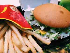 "I've now added Spain to my growing list of countries (including Italy and Norway) where I've taken advantage of gluten free McDonald's. It still blows my mind - this is not the McDonald's of my childhood! At any McDonald's in Spain you can request a ""sense gluten"" burger, which is prepared separately and comes in a gluten free labeled box. I was also shocked that you can order a burger for 1 euro (this is probably not a new thing but to us out-of-the-fast-food-loop gluten free folk it is)!!"