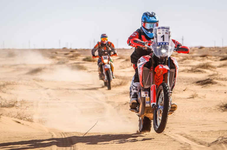 Honda RedMoto – Africa Twin Rally Team domina e vince la Sahari Rally
