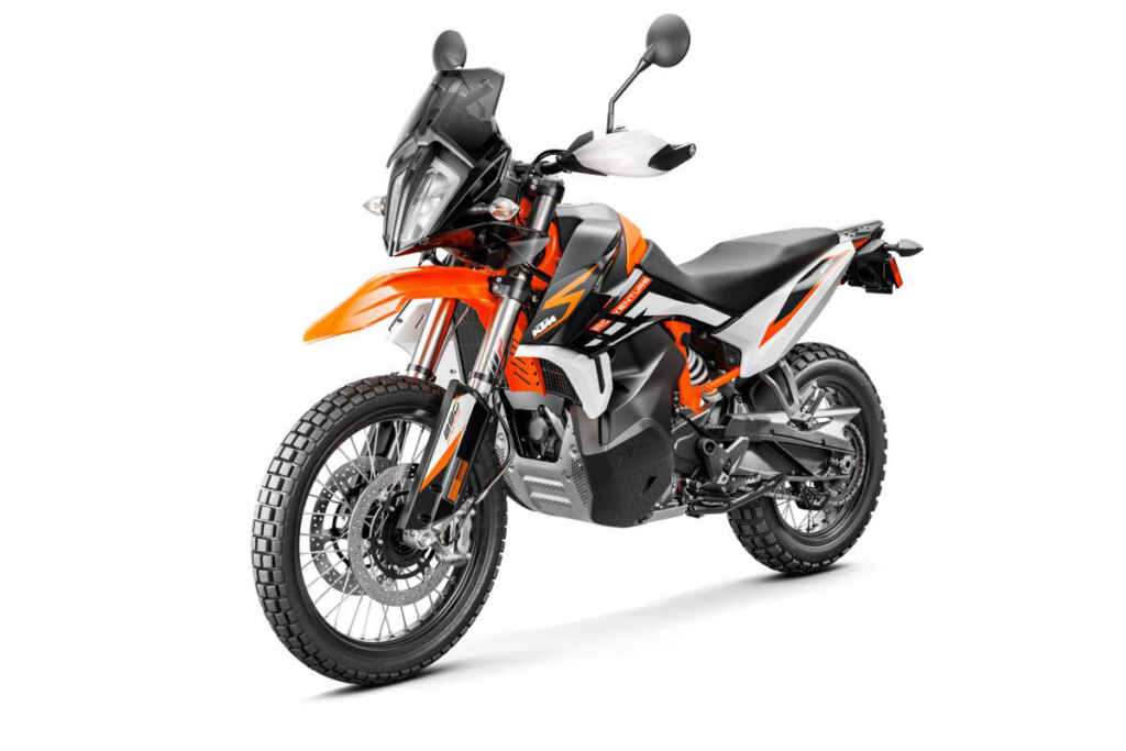 KTM-890-ADVENTURE-R_Studio-right