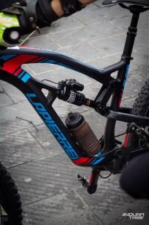 Les gourdes actuelles permettent ainsi d'embarquer entre 500 et 750ml d'eau à même le vélo. Autonomie limitée donc, mais c'est un début…