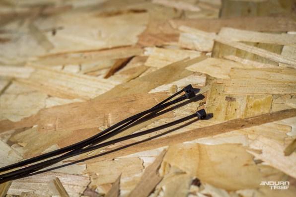 Pour le reste des bricoles, quelques colliers ne pèsent rien, et peuvent dépanner pour fixer, accrocher ou renforcer…