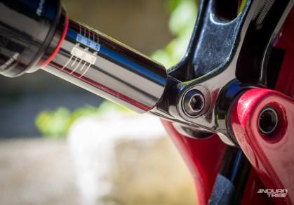 En modifiant l'ancrage de l'amortisseur sur la biellette, Santa Cruz propose de modifier la géométrie du vélo.
