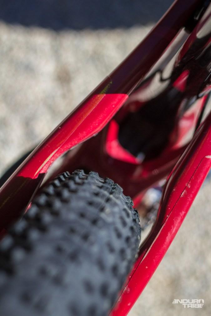 Le triangle arrière dispose de dégagements pensés pour laisser passer les pneus 27,5+. Ici, les Maxxis en 2.8 de section.