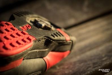 Sous la chaussure, la semelle est marquée.logiques vues les conditions rocailleuses rencontrées.