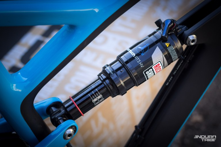 Version RT3, pas le plus bas de gamme, même si certaines options ne s'avèrent pas toujours utile en fonction des vélos... Nous verrons ici !