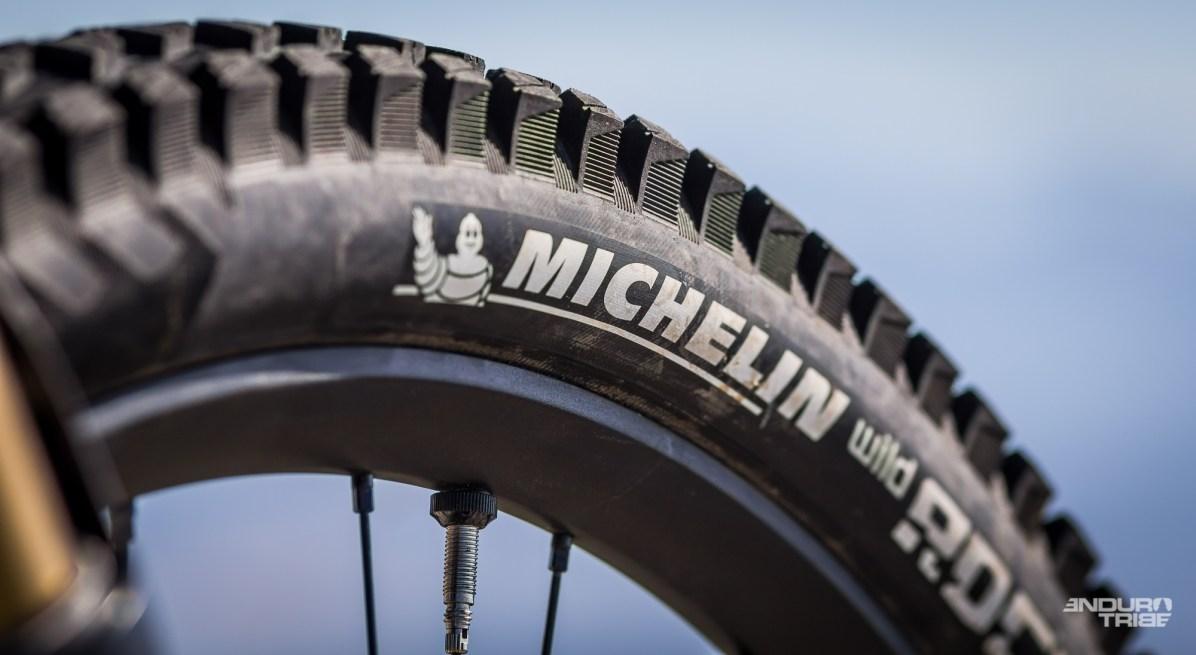 De série, le Yeti est vendu en pneus Maxxis. En france, le parc d'essai Yeti/Tribe est monté Michelin. L'occasion de rester sur certains repères intéressants déjà éprouvé plus tôt cette saison.