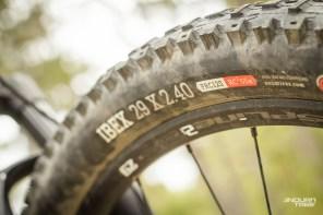 """Même chose pour les pneus, plus à propos sur ce All Mountain, que sur un Enduro tel que le BMC Trailfox. C'est le fond de jante, estampillé """"tubeless Ready"""" qui est plus aléatoire. Bon à savoir..."""