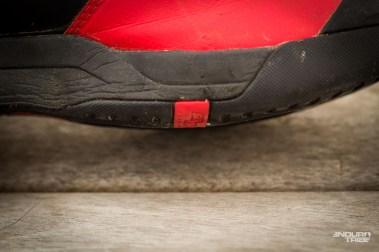 Son placement en profondeur ne complique pas les premiers temps de clipsage, et permet de ne pas sentir la cale lorsque l'on marche. Tout juste la cale se fait elle entendre sur sol dur.