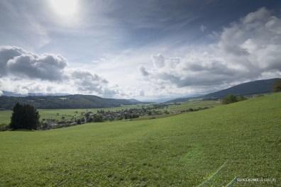 Pour le plus grand bonheur des coureurs et organisateurs, le soleil a fait un retour apprécié sur le charmant village de Mervelier en fin d'après-midi.
