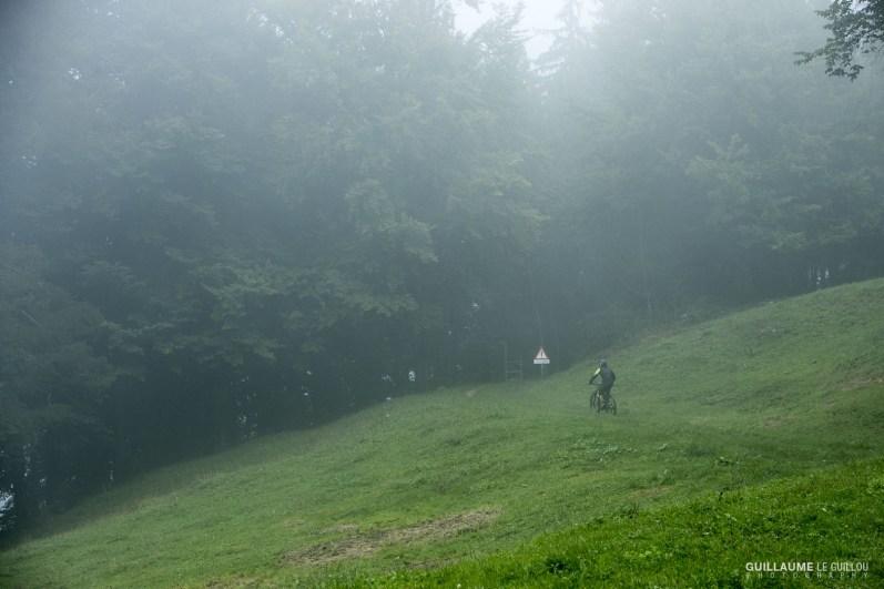Une brume tenace durant les liaisons où les pilotes ont tout de même parcouru 35 kilomètres et 1800 mètres d'ascension.