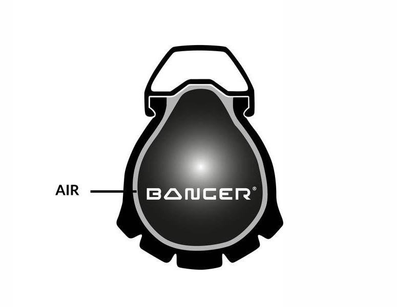 Des plus simples à comprendre, le Mr Wolf Banger est un boudin, fait d'une mousse basse densité, qui vise à occuper toute la place dans le pneu, et prendre la forme de l'emplacement disponible. De l'air est toujours présent, en faible quantité, pour assurer la pression nécessaire au roulage.