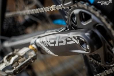 Du côté des manivelles, 2 longueurs sont au programme. Tout dépend de la taille du vélo : 170mm pour les petits, 175mm pour les grands.