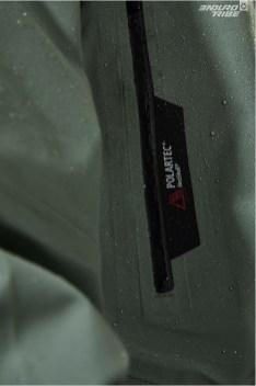 Conçue dans une des matières la plus respirante du marché : le Polartec Neoshell, elle offre imperméabilité et respirabilité...