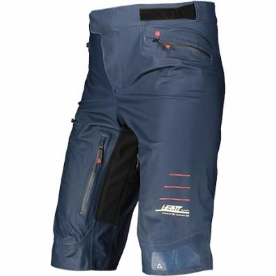 ... il est donc étanche et idéal dans la boue ou lorsqu'il pleut, avec 4 poches dont une étanche sur la cuisse.