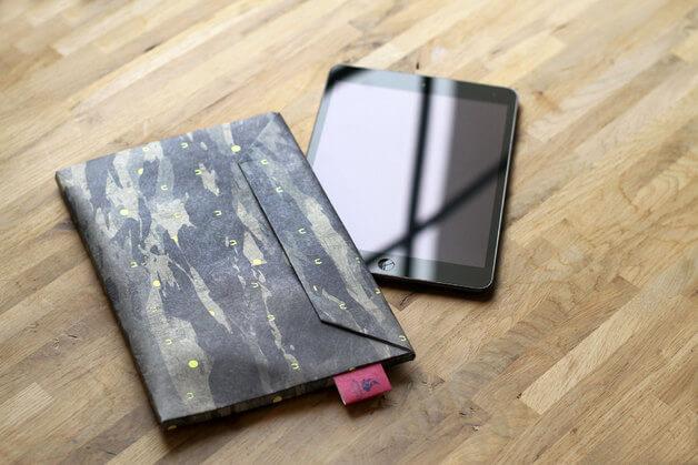 Dünnes Tablet Cover als Briefumschlag – Tarnfarben