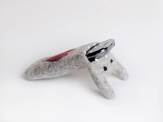 Handgemachte Tablet Hülle aus Filz – Monster mit Herz