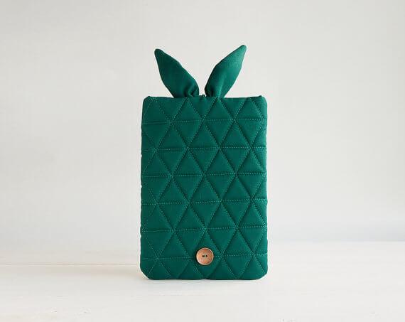 Multifunktionale Tablet-Hülle – Hasenohren grün