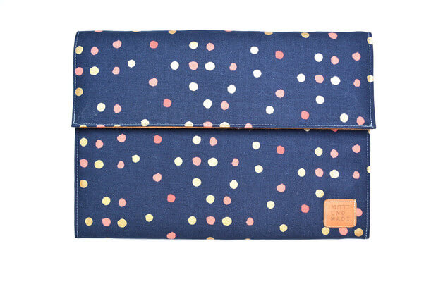 Tablet Sleeve aus Handarbeit –dunkelblau mit Pünktchen