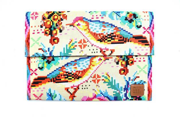Tablet Sleeve aus Handarbeit –Muster mit Vögeln
