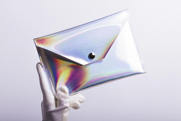 Tablet-Hülle mit holographischem Effekt – schimmert silber