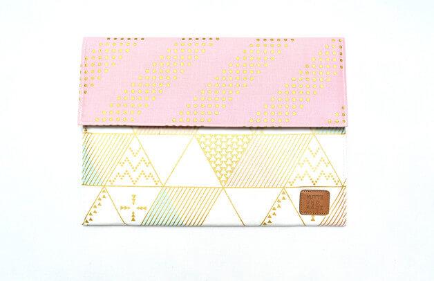 Tablet Sleeve aus Handarbeit –Muster mit Gold
