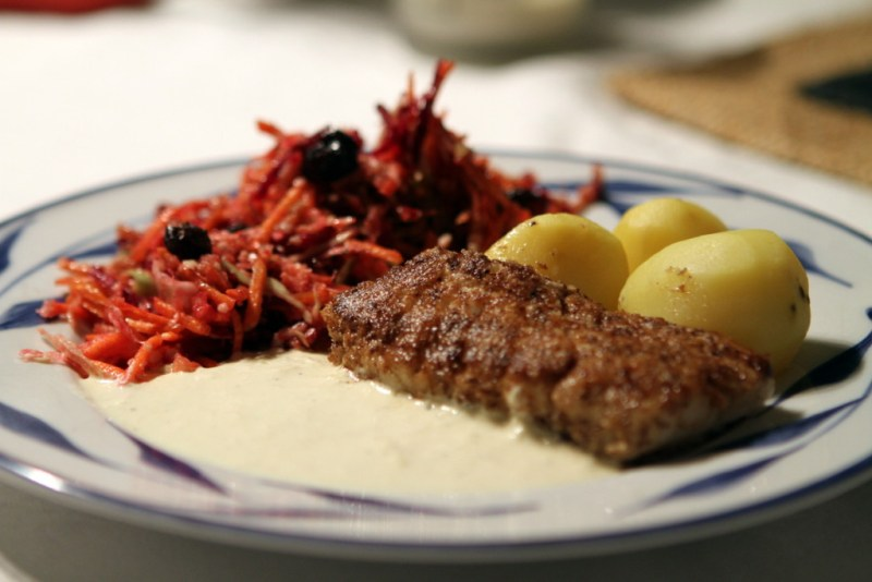 lycka i god mat - här nötpanerad torsk med rödbetor