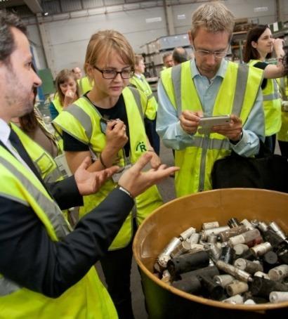 De la Interpol y los Residuos de Aparatos Eléctricos y Electrónicos