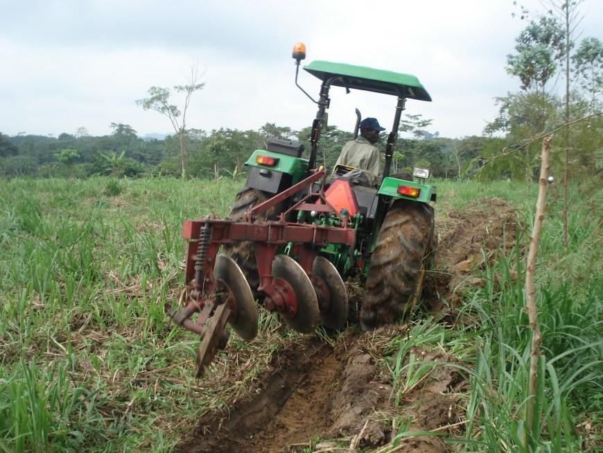 charrue tracteur