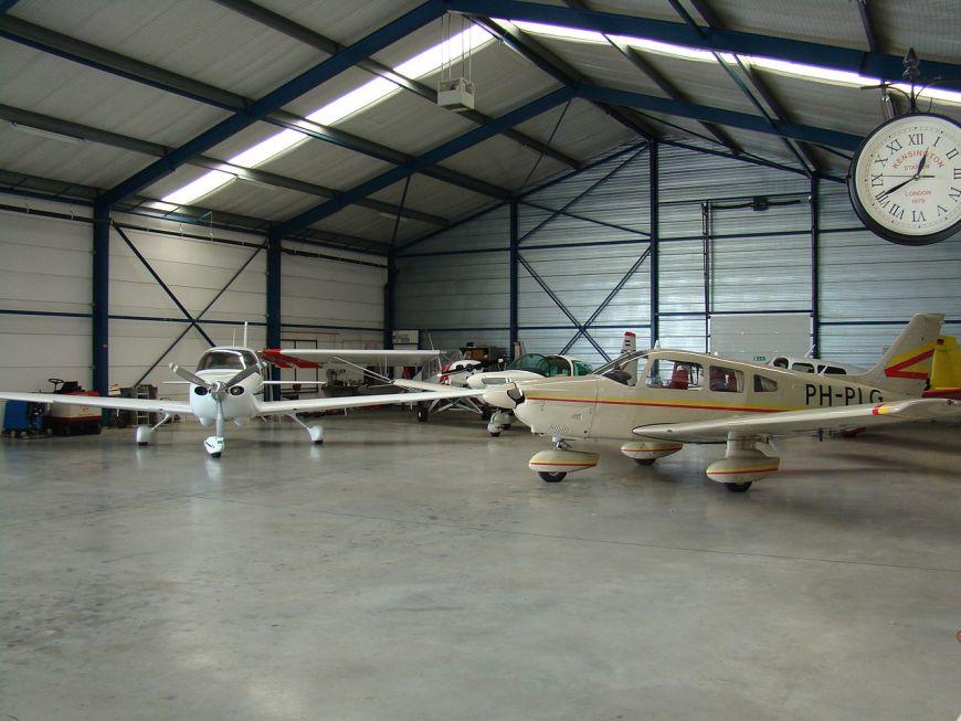 hangar a vendre 84