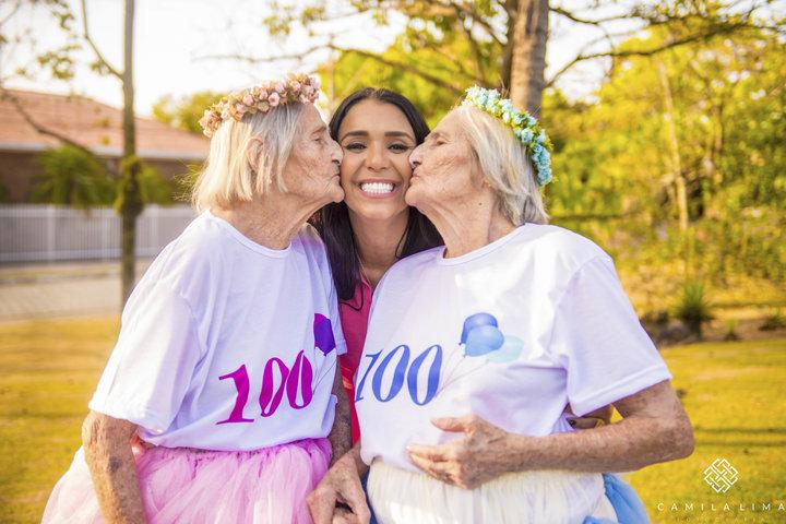 04 - Dvojčata oslavila svých 100 let jako za mlada