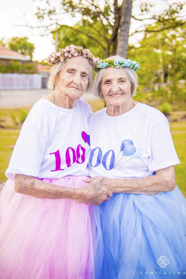 16 - Dvojčata oslavila svých 100 let jako za mlada