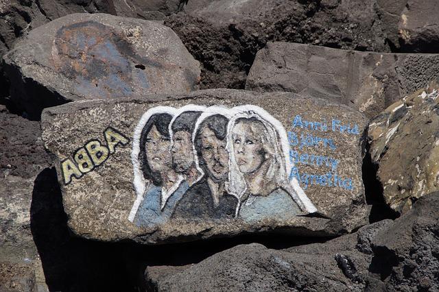 abba 2431516 640 - Skrytý důvod, proč se Beatles stali populární