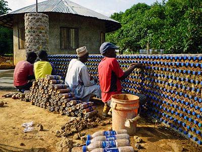 2 House made of plastic bottles - Z plastových lahví se staví ekologické domy